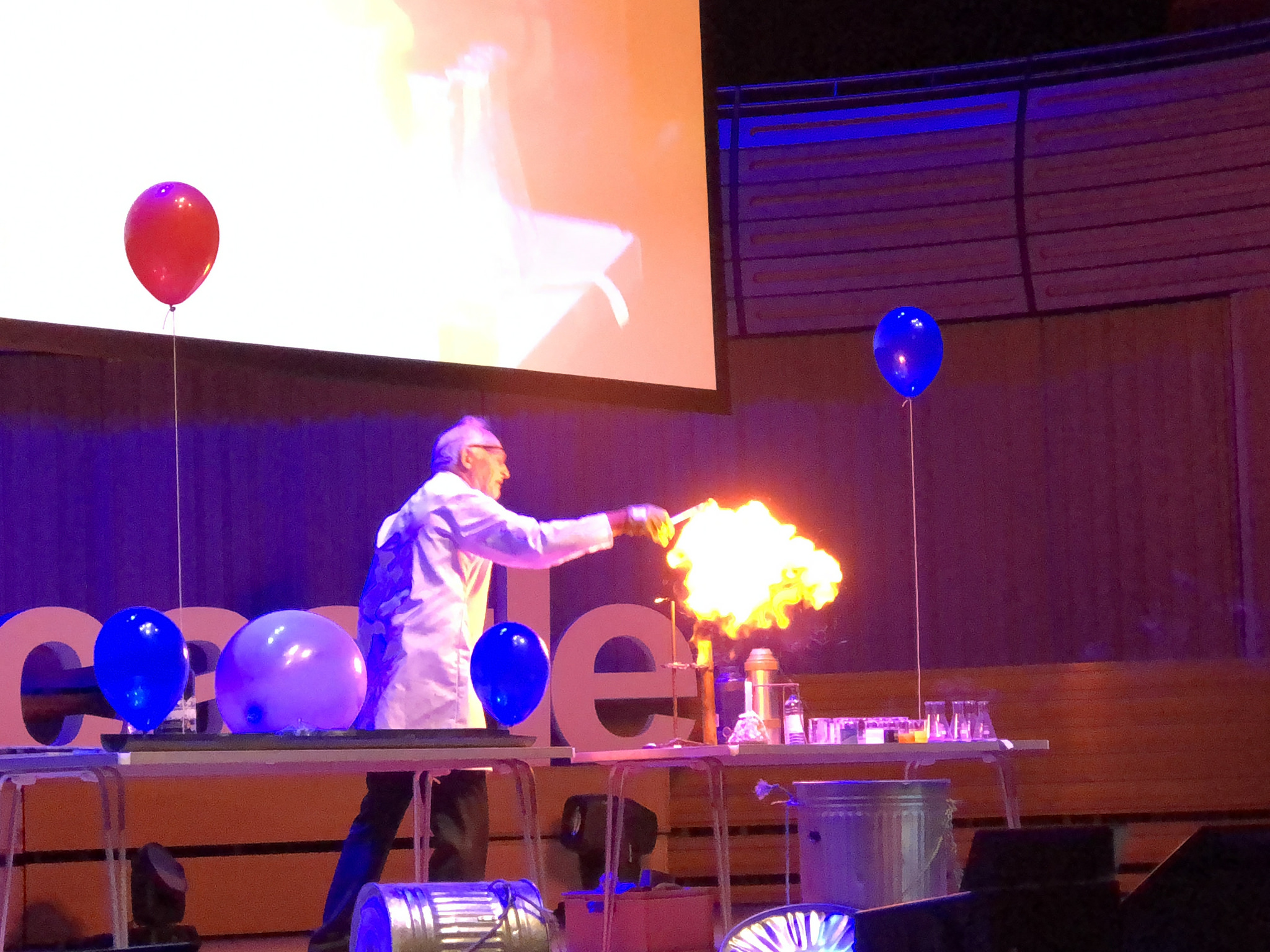 25 Chemistry Experiments in 15 Minutes – TEDxNewcastle